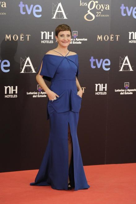 Eva Hache, con vestido azul pato de Juanjo Oliva